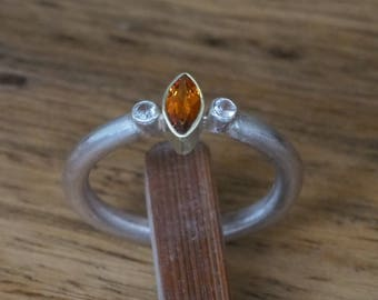 Silver ring with natural hessoniet in yellow gold setting and two white sapphires