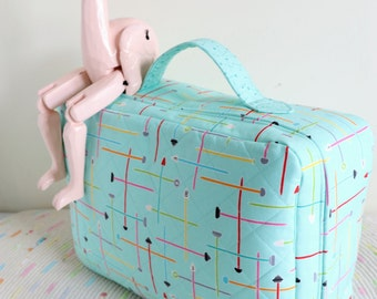 Small World Suitcase : project bag, suitcase pattern, suitcase PDF, satchel pattern, satchel PDF, fabric satchel, small suitcase PDF