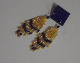 Black and Gold Colored Seed Bead Earrings.