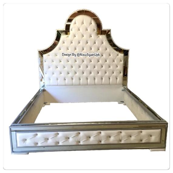 Lujosa cama copetudo con espejos y pedrería lujo cama tapizada