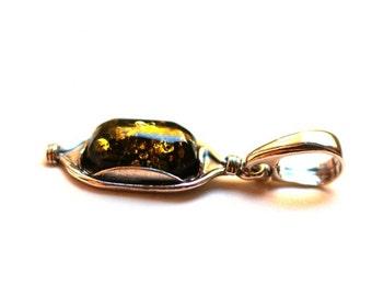 "Silver Amber Pendant ""Yakata"""