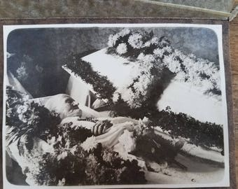 Victorian Memorial Mourning Photo. Coffin with Flowers (Authentic)