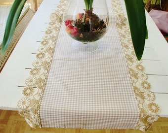 Table runner in country house style
