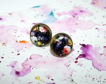 Flower stud earrings - Glass stud earrings - Dark post earrings - Floral stud earrings - Post earrings - Nature jewelry - Spring jewelry
