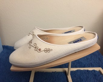 1980s keds womans slip on shoes, size 8m, new in box
