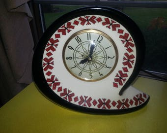 Vintage 1950s Lanshire Chicago Illinois Red and Black Western Style Atomic Boomerang Desk Clock RARE!