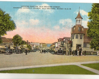 Linen Postcard, Old Orchard Beach, Maine, Old Orchard Street showing Church