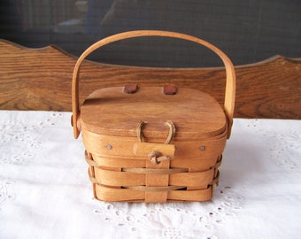 Vintage Small Longaberger Basket with Lid 1990.Lidded Longaberger Basket.Vintage Handwoven Basket.Vintage Basket with Handle.Made in U.S.A.