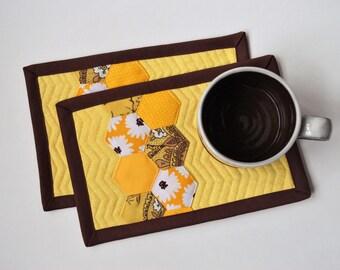 Sunflower honeycomb mug rug set