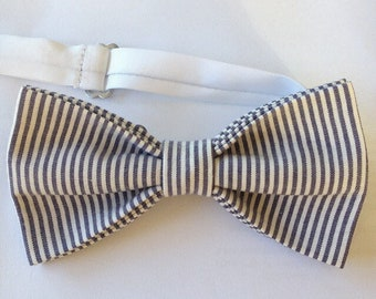 Striped bowtie - white and grey