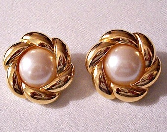 Avon White Pearl Clip On Earrings Gold Tone Vintage Padded Large White Center Domed Bead Swirl Ribbed Puffed Layers