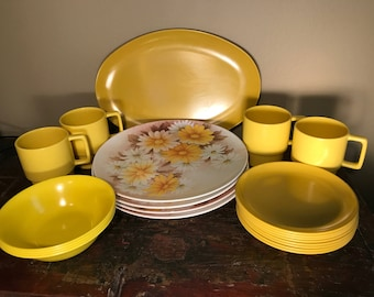 Vintage Melamine Dish Set Yellow Daisy Pattern for Spring! Melmac Plates Bowls Platters, MidCentury Plastic Yellow Daisy Plates and Cups