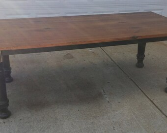 Farmhouse dining table with turned legs Deep South Collection
