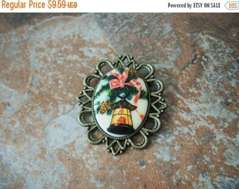 ON SALE Vintage Over Sized Antiqued Bronze Metal Glass Christmas Pin 22617