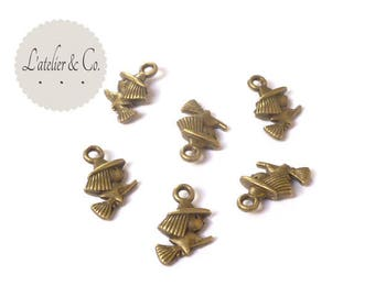 10 witch on her broom 15x10mm bronze halloween BLQB 20 charms