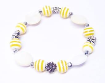 White Shell w/Yellow Swirl Glass Bead Bracelet