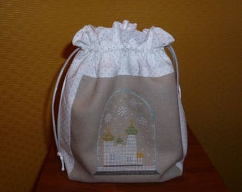 "Snow globe ""winter landscape"" embroidered in cross stitch on a purse"