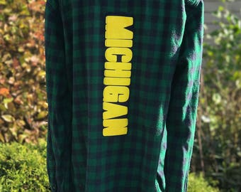 U of M Flannel SZ L