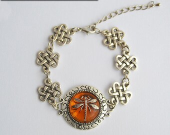 Dragonfly in Amber Silver Bracelet with Celtic Knot Links - Claire Fraser Sassenach Jewelry - Outlander inspired