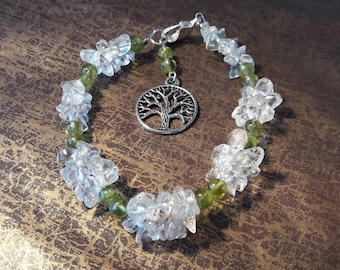Peridot and rock crystal chips bracelet