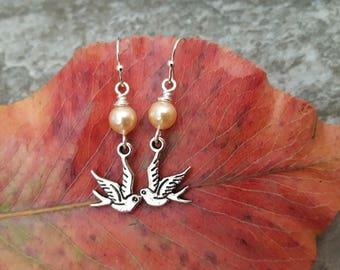 Silver Bird Peach Pearl Earrings, Bird and Pearl, Sparrow Earrings, Swallow Earrings, Flying Bird Earrings, Gift for her, jingsbeadingworld