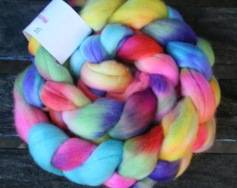 Rainbow Wings Top/Roving 23mic 64's Merino Top For Spinning Felting Weaving 123 grams Spaced Dyed