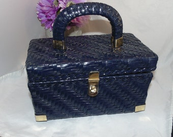 ADORABLE! Vtg 60s Navy Coated Wicker Box Purse w Gold Metal Trim! Hong Kong