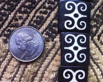Bone Adinkra DWENNIMMEN Ram's Horn Batik Beads White on Dark Brown Strand of 10 Beads