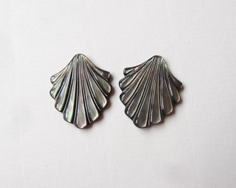 Black Lip Mother of Pearl Shell Half Top drilled Leaf 22x25x4 mm One Pair Perfect for earrings L3572