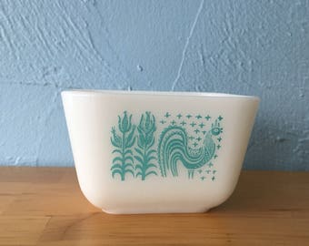 Pyrex Butterprint 501 Refrigerator Fridgie Dish Turquoise White Blue Amish Corn Rooster