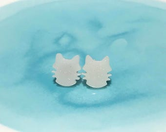 Cat shaped resin stud earrings (pair)