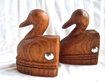 Vintage Wood Carved Duck Studded Metal Bookends Vintage Home and Living Home Decor Woodland Display Bookshelf Decor Vintage Gift Decor Ducks