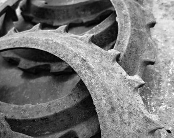 Rusty Barn Junk, Planter Plates...you get 4...parts, pieces, and doohickies...cogs, gears, and sprockets...things to make things...BARN FIND