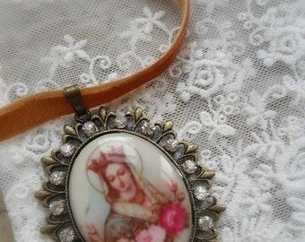 """Collier velours retro """"Vierge Marie Couronnée"""""""