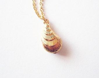 Gold Oyster Necklace Sea Shell Jewelry  Seashell Charm Mermaid Pendant Ariel Nautical Ocean Beach Wedding Accessories Womens Gift Summer
