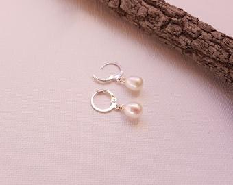 Freshwater pearl earrings - White drops