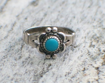 Vintage Turquoise Bell Trading Post Sterling Silver Floral Ring