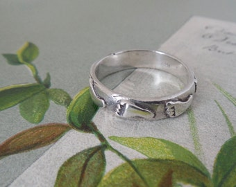 Sterling Silver Ring with Footprints Size 10.1/2    NP38