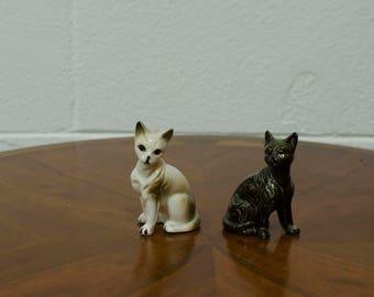 Small Mid Century White and Black Ceramic Cats Pair Set - Vintage Cat Decorations - Retro Atomic 50s Cats