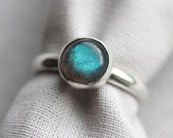 green blue labradorite gemstone ring. sterling silver. smooth band. natural gem. jewelry. (thunderstorm. ring)
