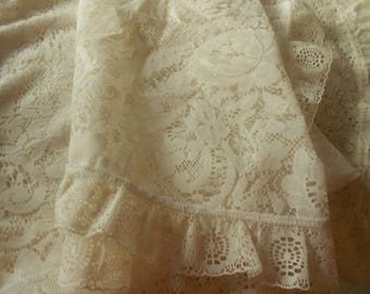 Lot 1 lace - 4 pieces of manufactured lace tablecloths