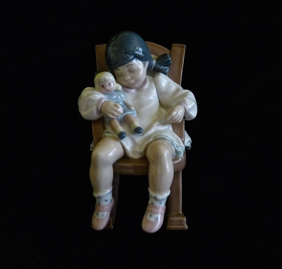 LLADRO ~ NAP TIME ~ Vintage 1986 ~ Retired Piece ~ Nursery Decor ~ Little Girl's Room ~ Doll Shop ~