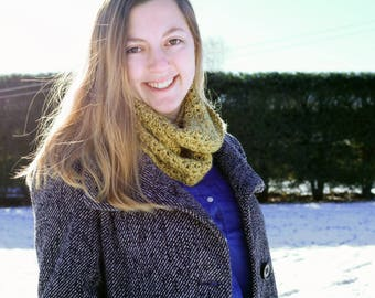 Sage Green Crocheted Infinity Scarf, Green Cowl, Winter Scarf, Modern Crochet Infinity Scarf