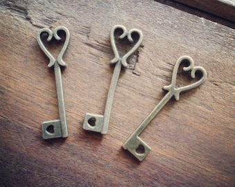 1 - Skeleton Key Charms, Antique Bronze, Small Heart Key, Vintage Jewelry Supplies (BD132)
