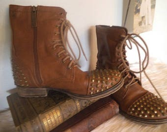 Cool vintage Brass Studded Boots ~ Women's size 6 ~ Steampunk