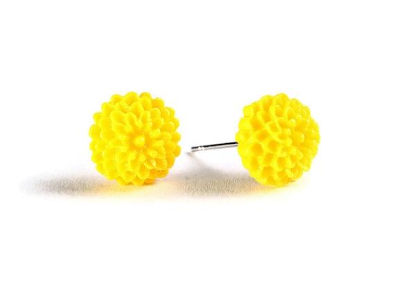 Petite yellow chrysanthemum mum hypoallergenic stud earrings (715)