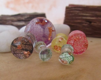 leaf ear plugs, girly plugs, resin plugs and tunnels, flower ear plugs, girly gauges, floral nature gauges, real leaf gauges, plugs for her