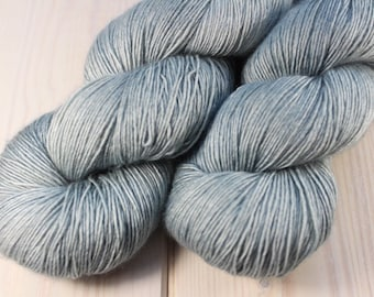 Skein dyed - Fingering - Single - superwash Merino & silk - 100 g / 400 m - Azurin