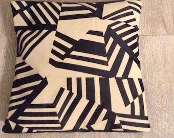 40cm side graphic black and beige Cushion cover