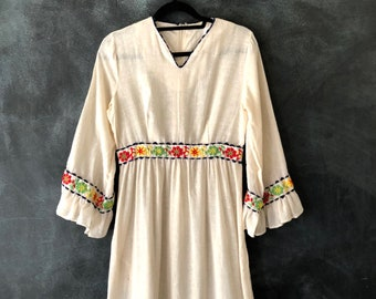 70s Maxi Dress Cotton Ruffled Chain Stitched Embroidered Empire Waist Hippy Boho Bohemian White Peasant Gunne Sax Dress Ladies M